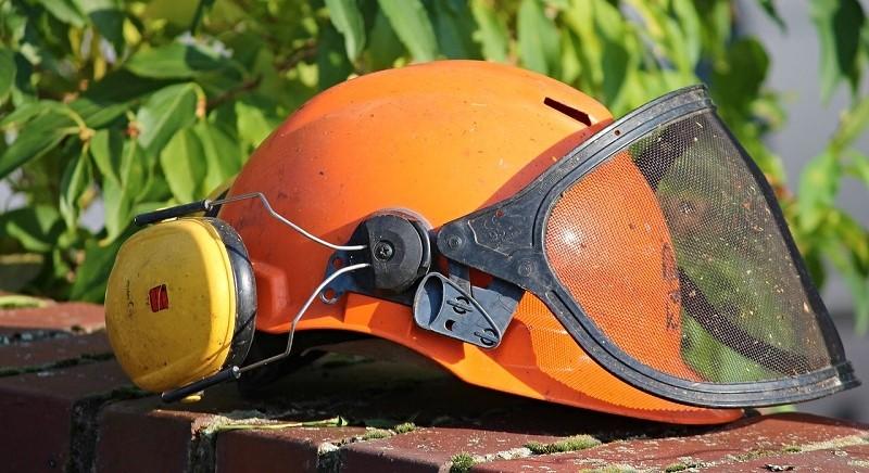 casco de jardinero protector con visera